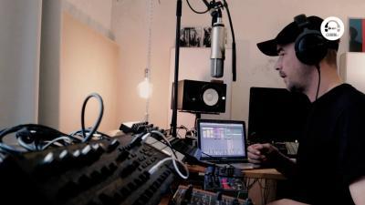 Live DJ Set with Aparde