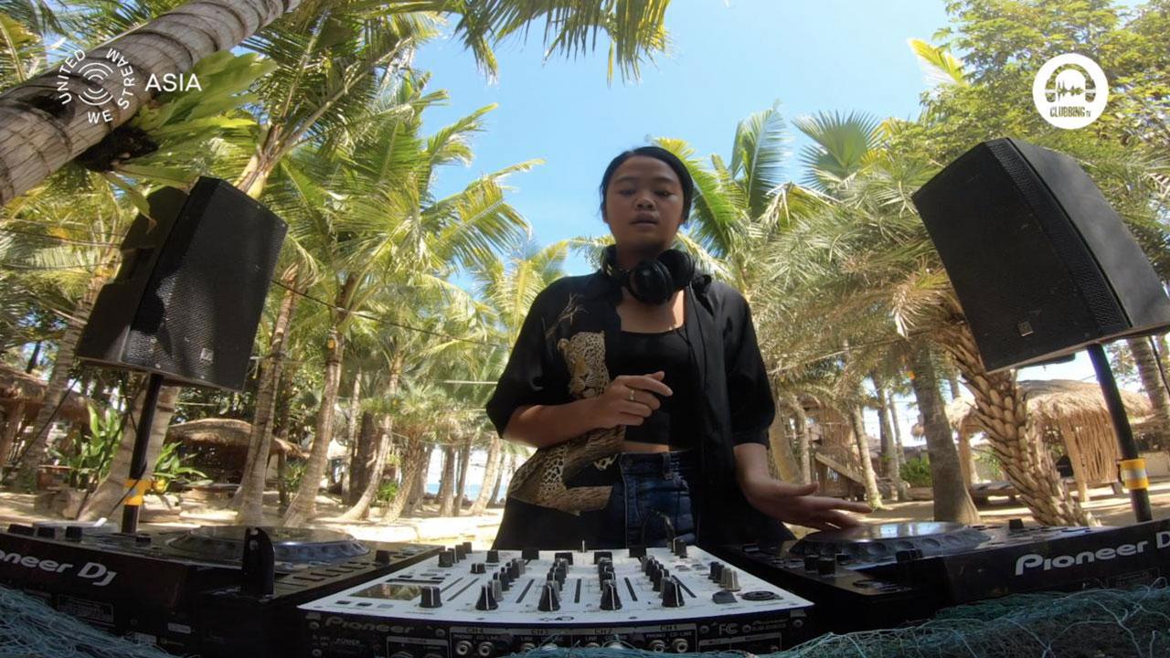 United We Stream Asia #11 La Brisa - Bali with Dita